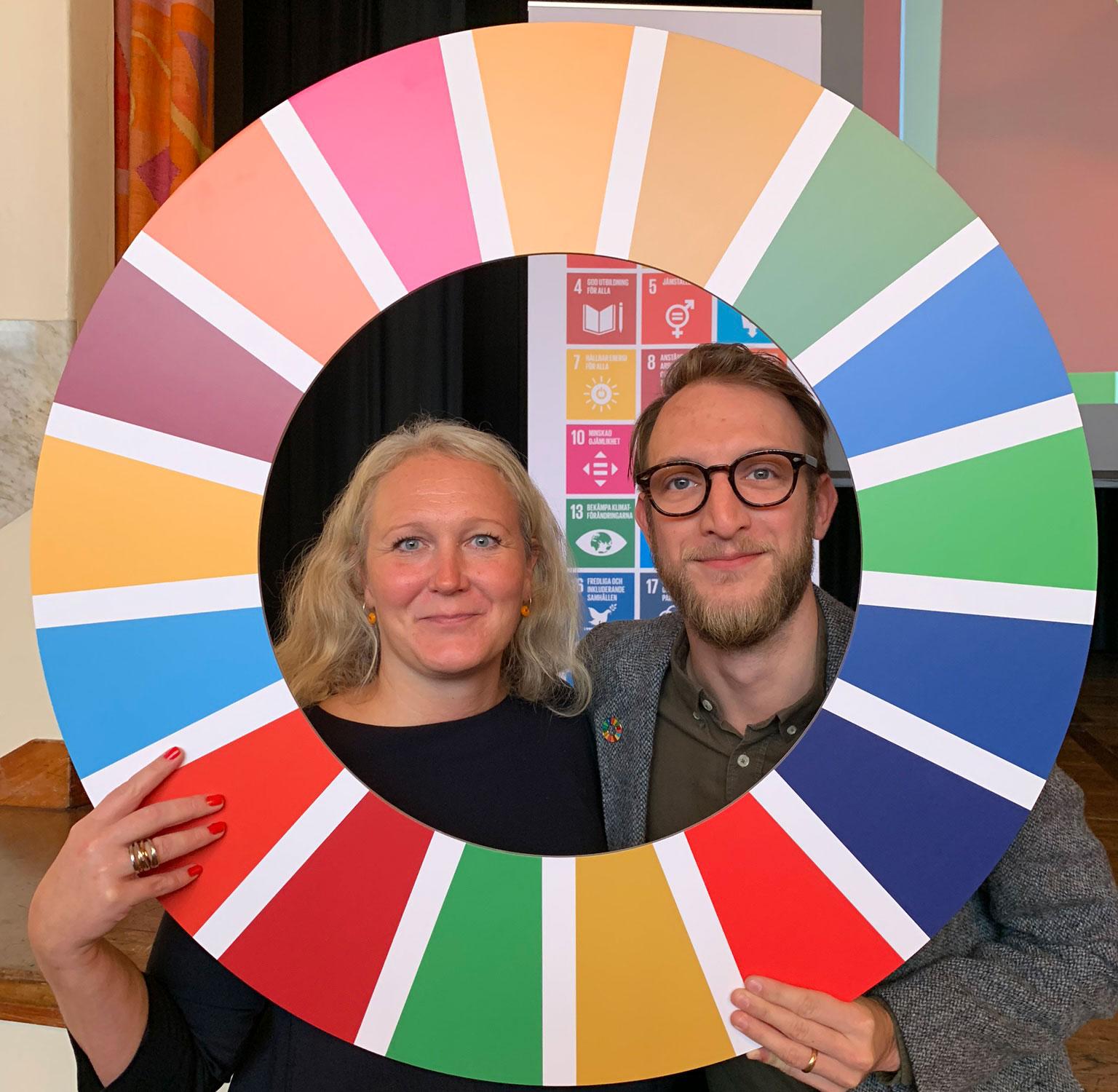 Johan Plambeck, utvecklingschef på Kultur och Fritid, och Erika Fjelkner, miljöchef, deltar i Agenda 2030-utbildningen