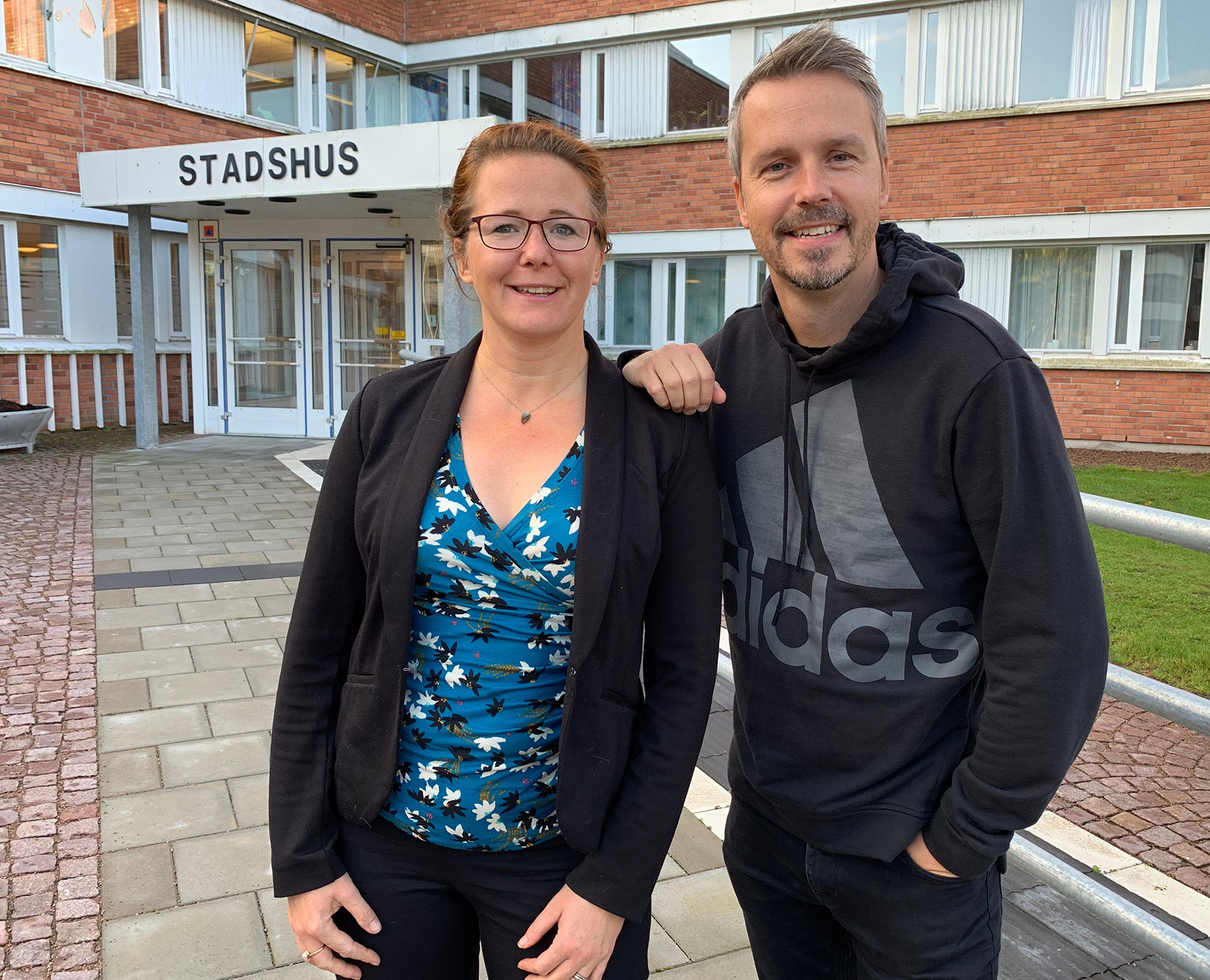 Glada över nomineringen till Guldpilen är HR-chef Anna Nordén och HR-strateg Fredrik Dahl