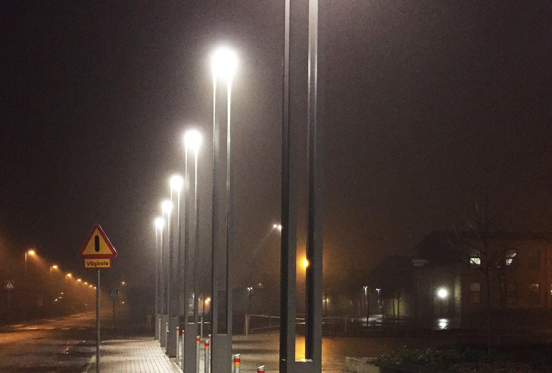Tänd gatubelysning på natten