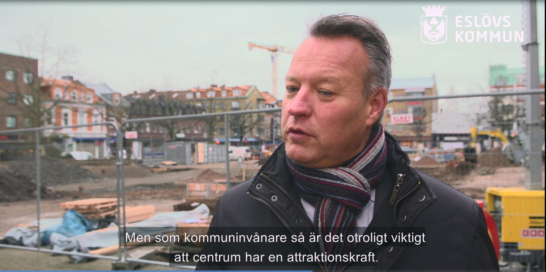 Henric Blomsterberg driver Hotell Stensson och är även fastighetsägare och möbelhandlare i Eslöv