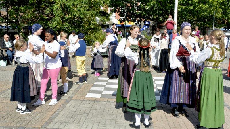 Folkdans och folkmusik