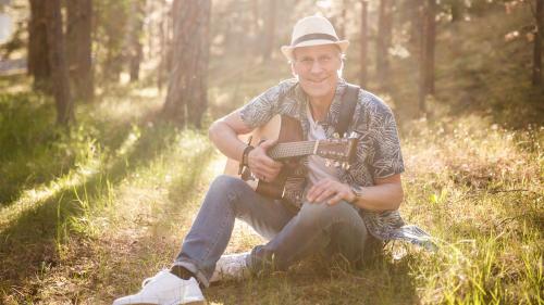 Lasse Sigfridsson underhåller