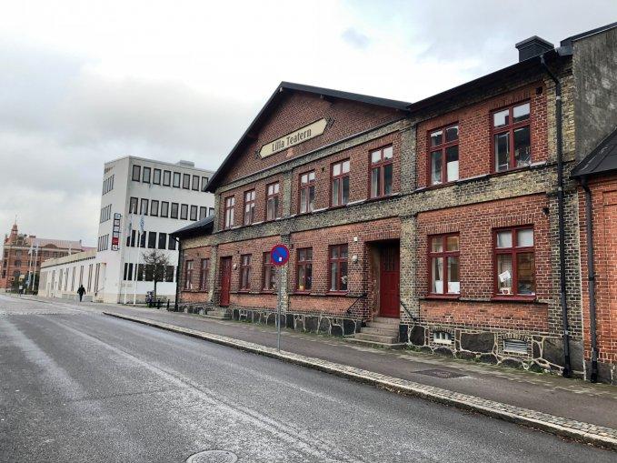 Lilla teatern och Medborgarhuset sett från Södergatan.