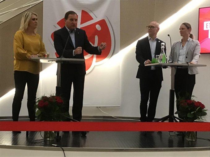 Lena Hallengren, Stefan Löfven tillsammans med partikamrter som framförde allmänhetens frågor.