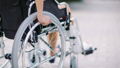 Akut brist på rullstolar