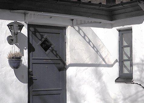 Exempel på skärmtak över entré