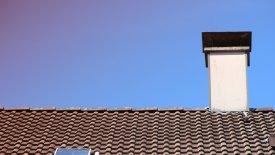 Hustak med skorsten