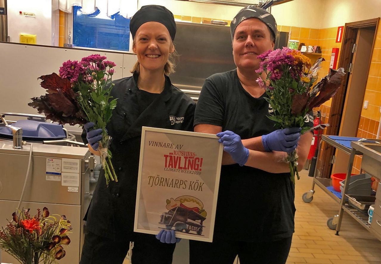 Martina Rosslin och Åsa Nilsson på Tjörnarps skola i Höör är stolta över vinsten i Klimatveckans matsvinnstävling.