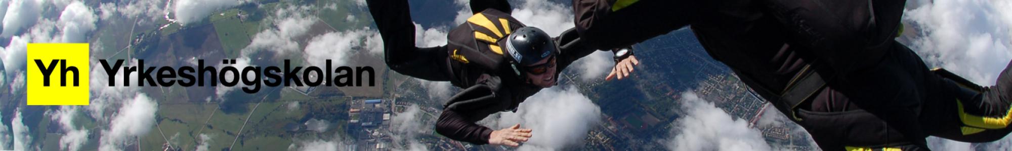 Foto på två fallskärmshoppare och Yrkeshögskolans logga